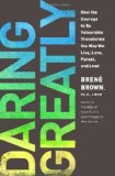 Portada de DARING GREATLY: HOW THE COURAGE TO BE VULNERABLE TRANSFORMS THE WAY WE LIVE, LOVE, PARENT, AND LEAD BY BROWN, BRENÉ (2013) HARDCOVER