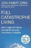 Portada de FULL CATASTROPHE LIVING: HOW TO COPE WITH STRESS, PAIN AND ILLNESS USING MINDFULNESS MEDITATION BY KABAT-ZINN, JON (2013) PAPERBACK