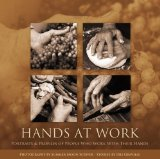 Portada de HANDS AT WORK - PORTRAITS AND PROFILES OF PEOPLE WHO WORK WITH THEIR HANDS BY IRIS GRAVILLE, SUMMER MOON SCRIVER (2008) HARDCOVER